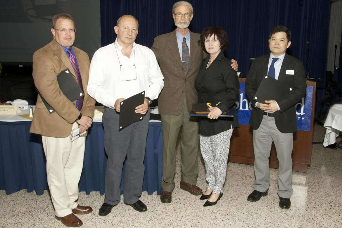 Faculty nominee and awards winners at the banquet.