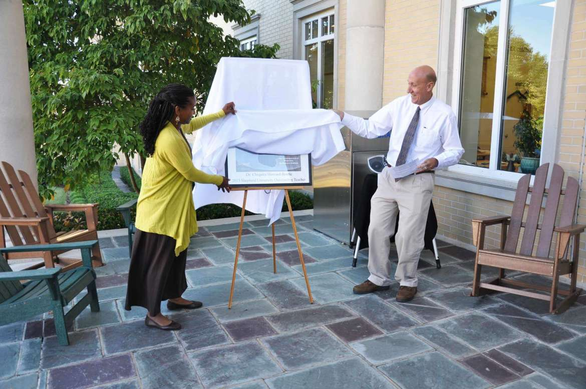Dr. Chiquita Howard-Bostic and David Gansz, dean of the library, unveiled the READ poster September 11 during the annual Breakfast on the Porch.