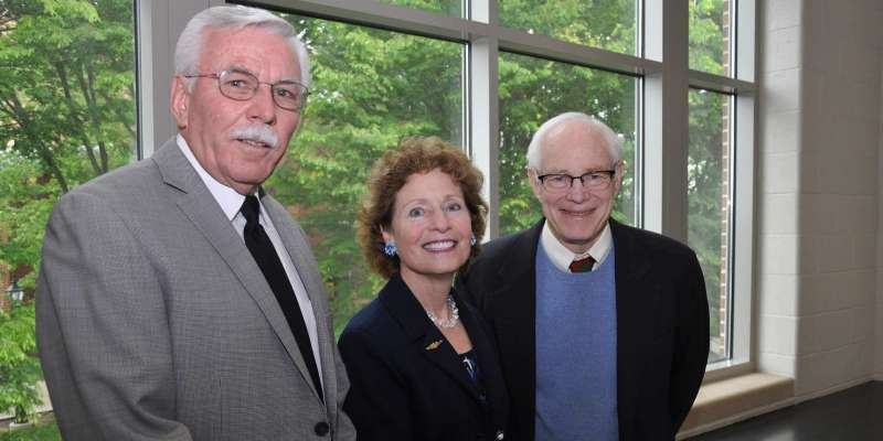President Mary J.C. Hendrix with W. Randy Smith (l.) and James A. Leach