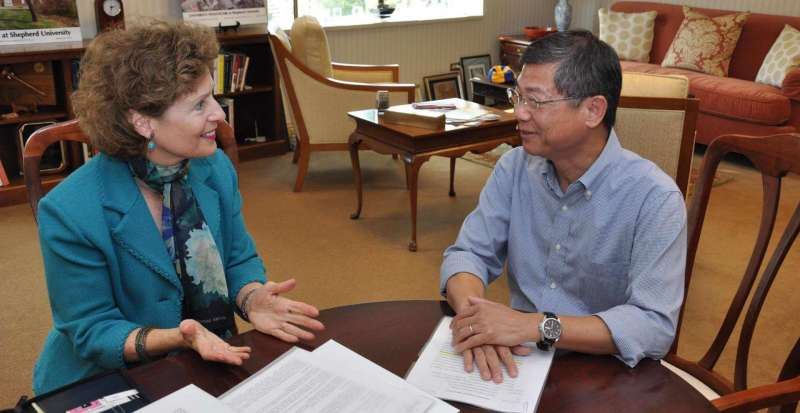 President Mary J.C. Hendrix met with Dr. Du-Shieng Chien