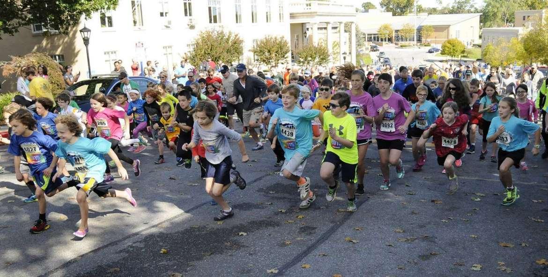 Start of the Kids 1 Mile Fun Run. See more photos on CU.journal-news.net. (Journal Photo by Ron Agnir)