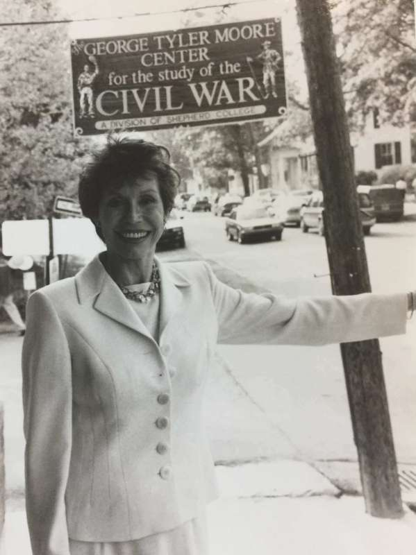Mary Tyler Moore at the George Tyler Moore Center for the Study of the Civil War in 1996.