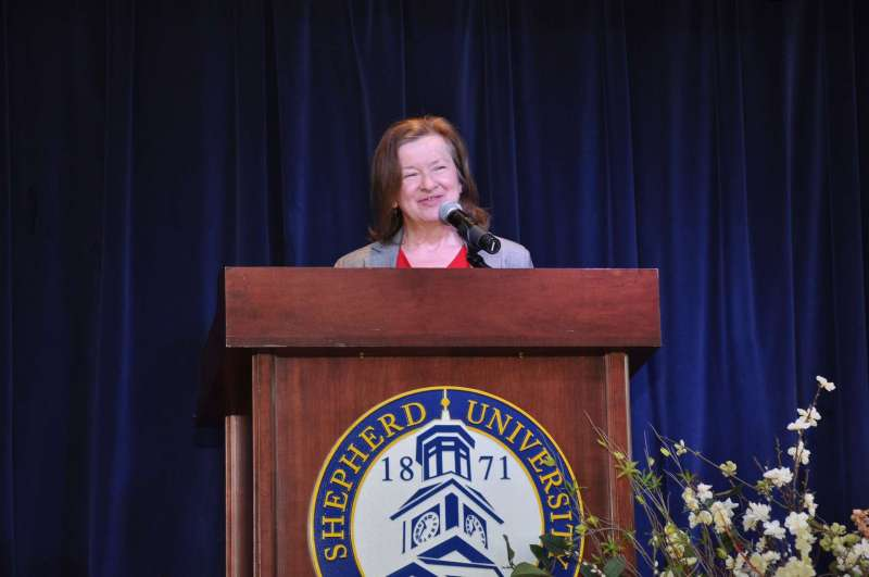 Dr. Anne Murtagh addresses the audience during the spring 2017 convocation.