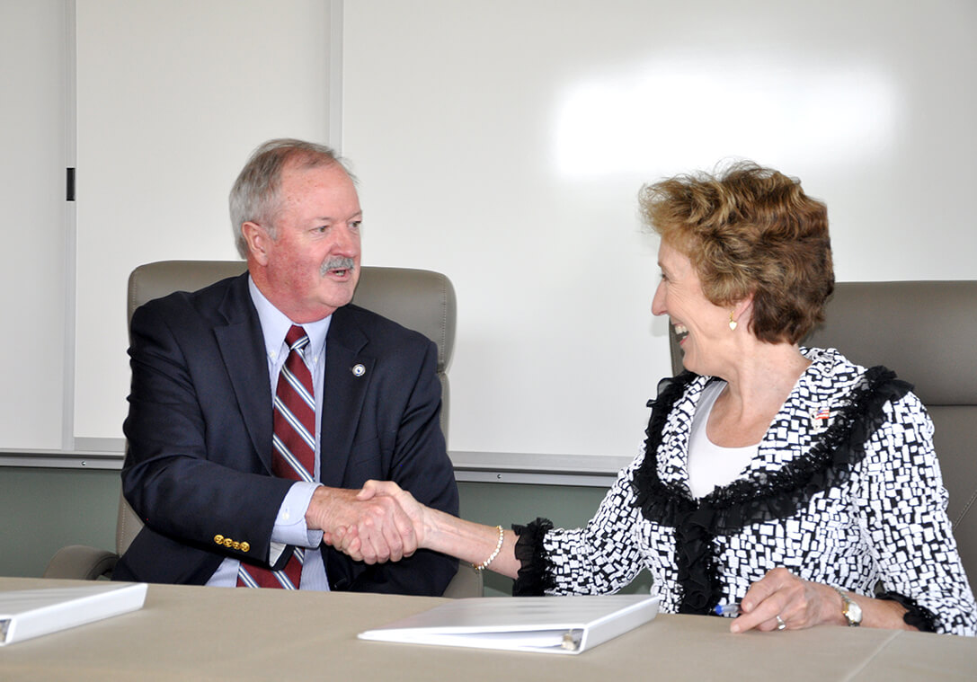 Blue Ridge CTC President Peter Checkovich (L) and Shepherd President Suzanne Shipley (R)